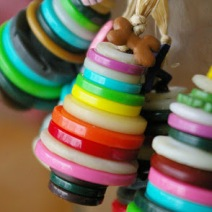 Button ornaments by beneaththerowantree at Blogspot
